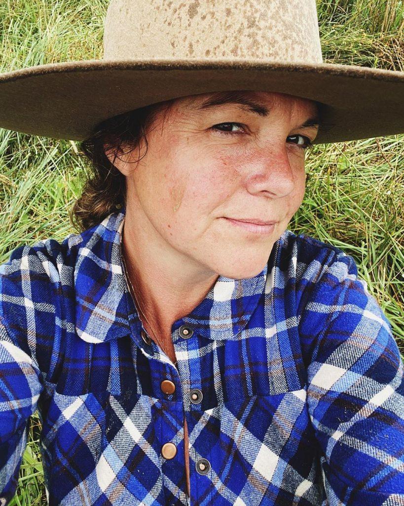 woman in hat selfie